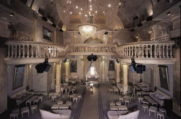 [:pl]W Holandii  kościoły coraz częściej zamieniane są… w kawiarnie i bary[:]