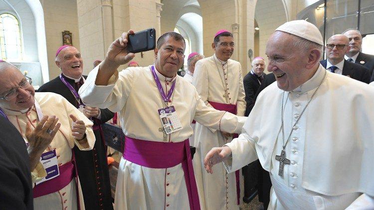 Papież do biskupów: czuć z Kościołem, być blisko ludu - ŚDM Panama