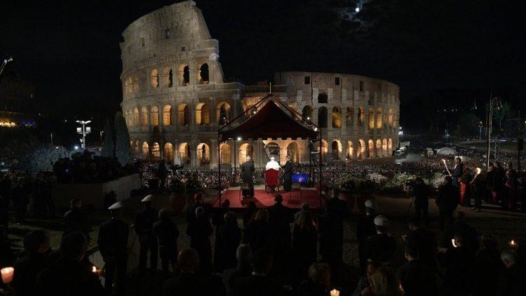 Papież przewodniczył Drodze Krzyżowej w rzymskim Koloseum