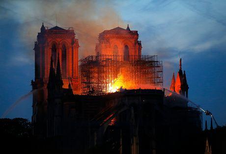 Płonie katedra Notre Dame w Paryżu - wielki dramat . Módlmy się .