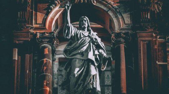 Kościół to nie firma, nie upadnie. Chrystus go nie opuści!