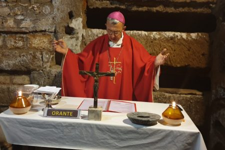 W dniu świętego Kaliksta po Mszy świętej w katakumbach