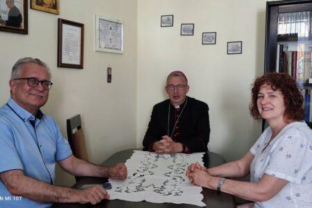 Wakacyjne spotkania Pierwszego Biskupa z przedstawicielami Parafii